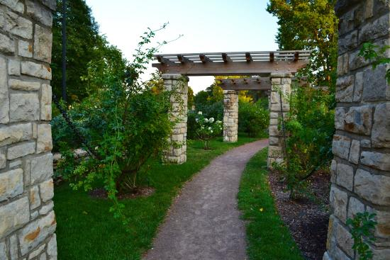 Loose Park Rose Garden Kansas City All You Need To Know Before You Go With Photos