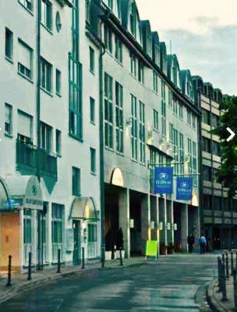 Hilton Mainz City: 通りから一本入った閑静な場所