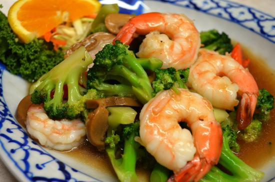 Nakorn Thai Cuisine: Pad Broccoli w/Shrimp