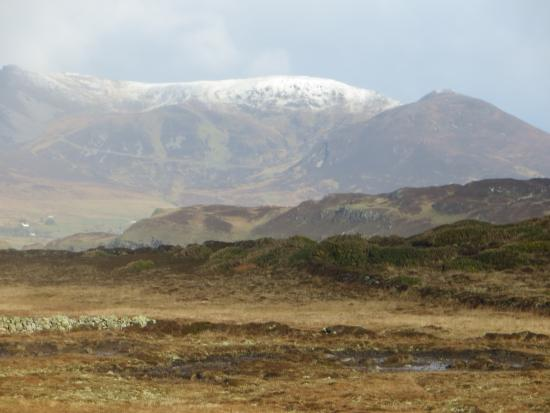 Kilcar, Irlanda: March 2014 snow capped mountain