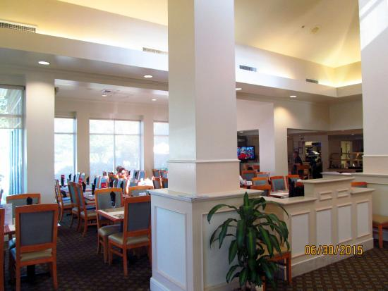 Hilton Garden Inn Seattle/Renton: Breakfast Area.