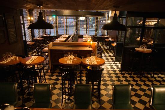 Le comptoir l 39 espace bar la salle manger calme for La salle a manger montreal
