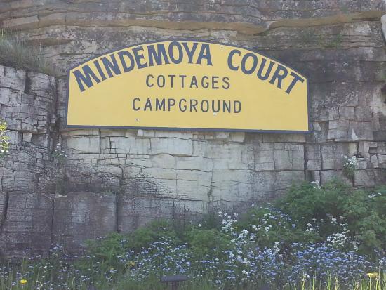 Mindemoya Court Cottages & Campground