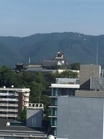 Sansuien: 部屋からの高知城