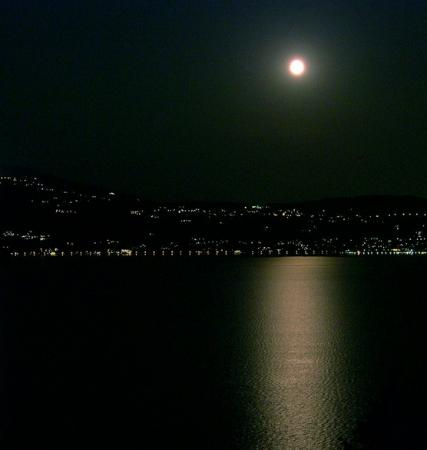 Hotel Locanda le Tre Oche : La luna sobre el lago