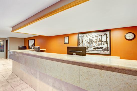 Super 8 by Wyndham Albany: Check-in Check-out