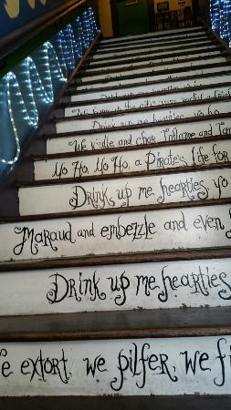 The Pirate Haus Inn: Loved the stairs leading up to the rooms