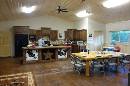 McGarry Ranches: Dining hall