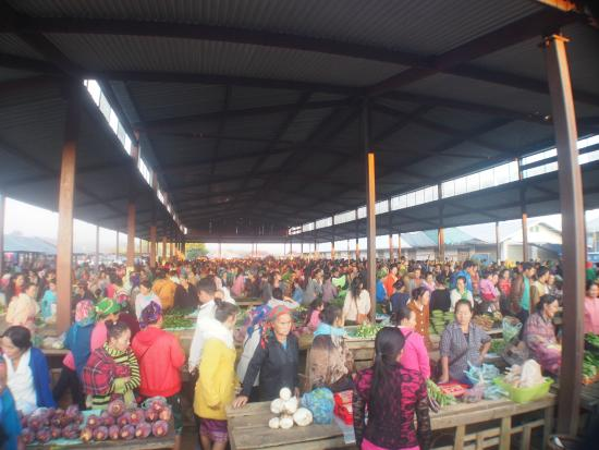 Phonsavan, ลาว: The main market, Hmong Sunday market