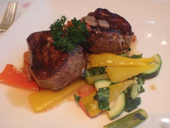 LIV Restaurant: Perfect bison medalions