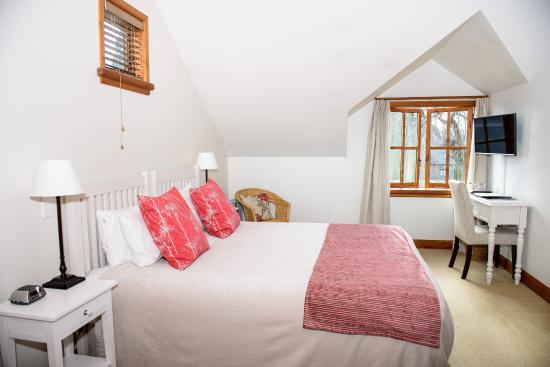 Wanaka Homestead Lodge and Cottages: King room in Lodge