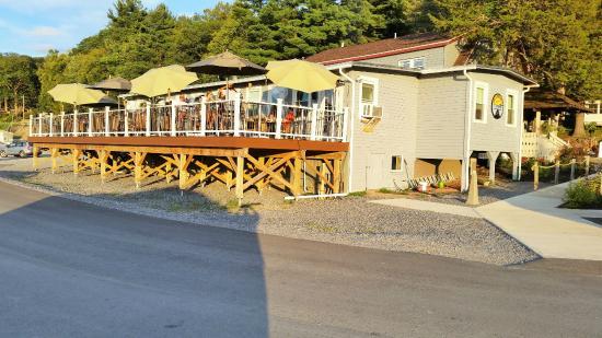 Dock Browns Lakeside Tavern