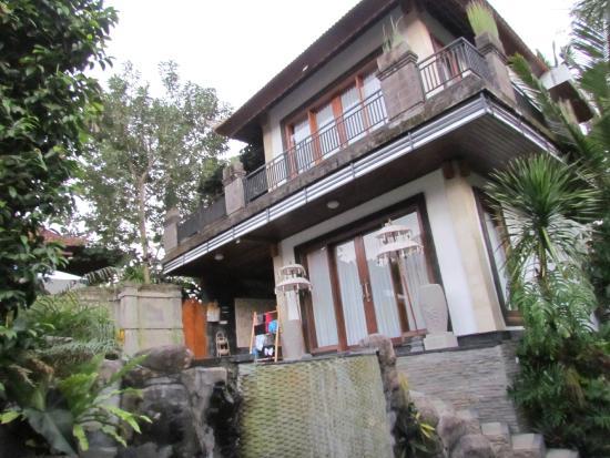 Baruna Sari Villa: Outside