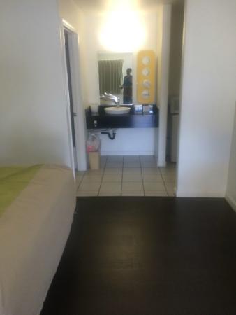 Motel 6 Monterey Downtown: Bathroom area
