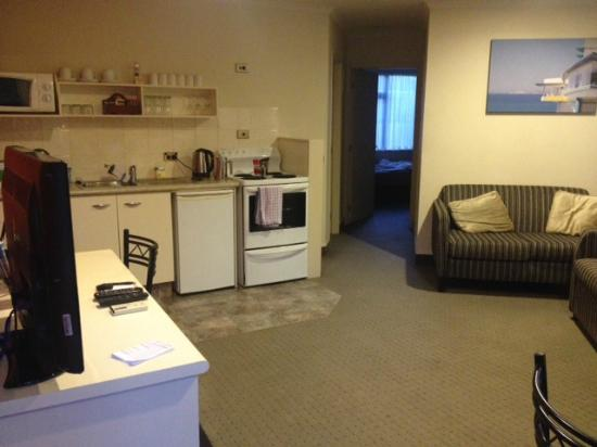 Ballina Motel: Large spacious kitchen/dining. Bedrooms and bathroom just as good
