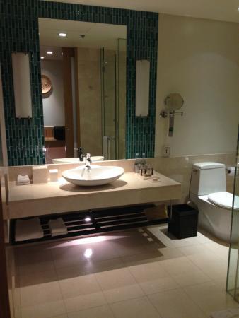 Renaissance Phuket Resort & Spa: bath