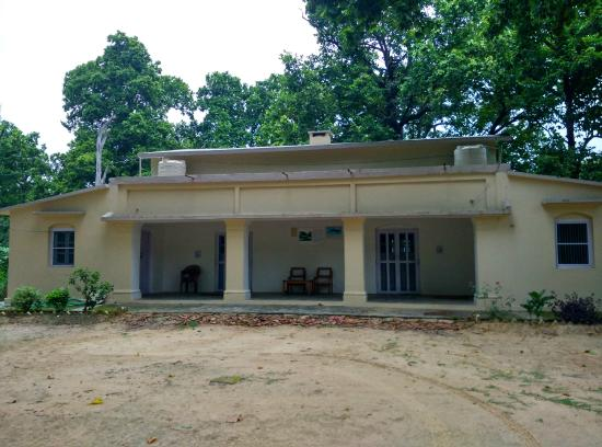 Bahraich, Indien: Over 100 year old Guest House in the jungle built by Britishers
