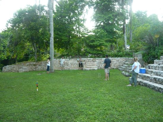 Pook's Hill Lodge: Croquet in the djungle