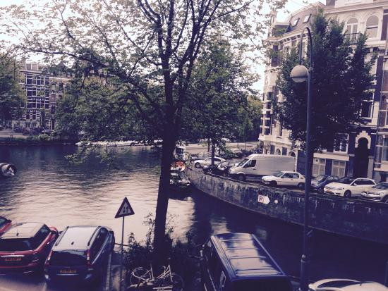 Hotel Titus: The view from room 14, overlooking the canal to the side