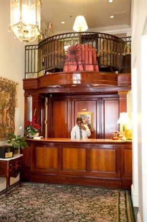 The Lafayette Hotel : Front Desk