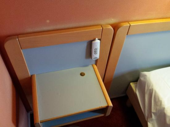 Hotel Saint-Georges: Sehr, sehr alte Möbel