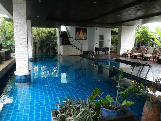 Floral Hotel: pool area