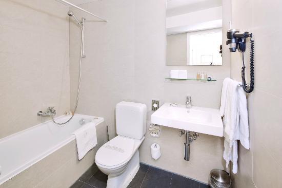 Hotel du Boulevard: Salle de bain