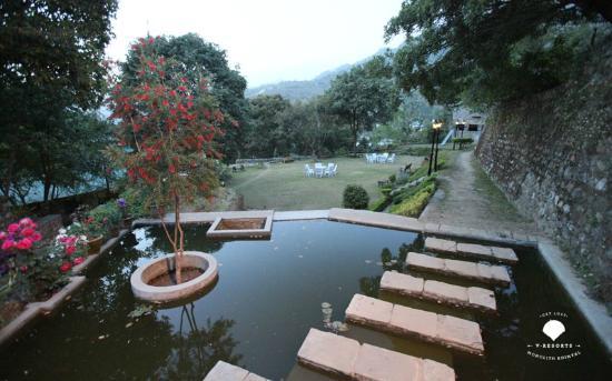 V Resorts Monolith