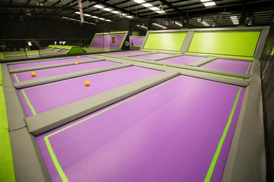 Грейс-Туррок, UK: Jump Giants Dodgeball Courts