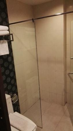 D Varee Diva Bally Silom, Bangkok: Bathroom