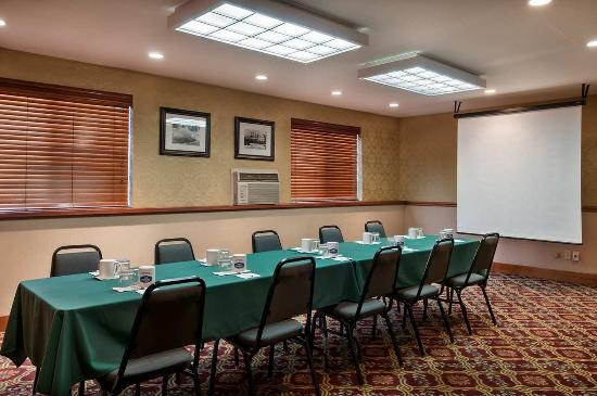 Hampton Inn Portland Clackamas: Meeting Room