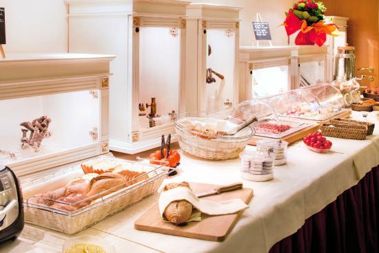 Hôtel des Horlogers : Buffet petit-déjeuner
