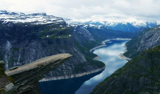 Trolltunga: side-view from the tongue