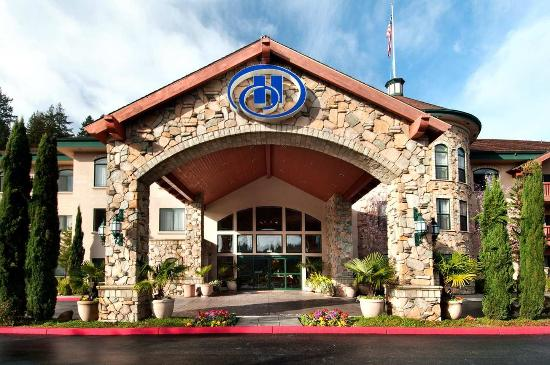 Hilton Santa Cruz / Scotts Valley: Exterior of the Hotel