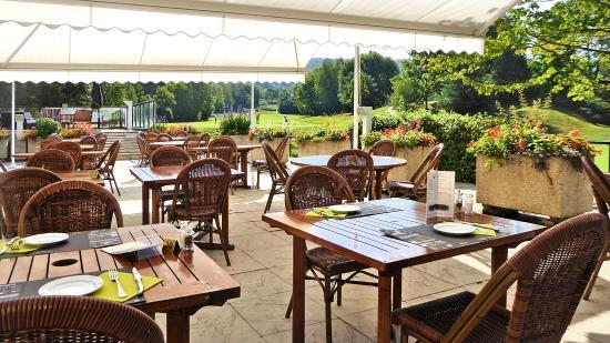 Domaine du Val de Sorne: terrasse restaurant