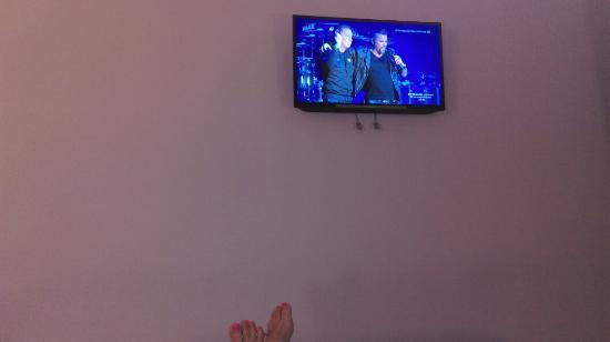 أير روومز مدريد باي بريميوم ترافلر: Tv view from bed
