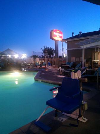 Residence Inn Los Angeles LAX/Manhattan Beach: nightfall in RI