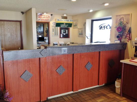 America's Best Inn - Warren / Detroit: Front Desk