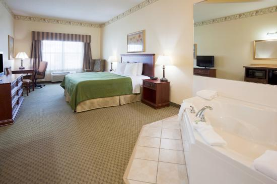 Country Inn & Suites By Carlson, St. Cloud East: CountryInn&Suites StCloudEast WhirlpoolSuite