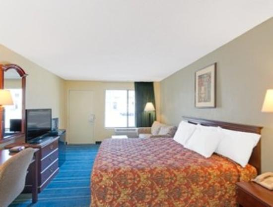 Days Inn Rock Hill: One King Bed Room