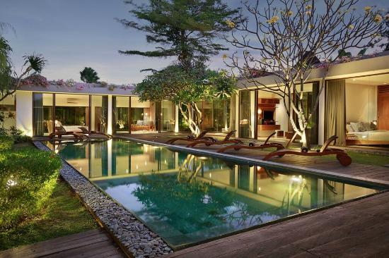 Ziva Villas: 3bedroom area in the evening