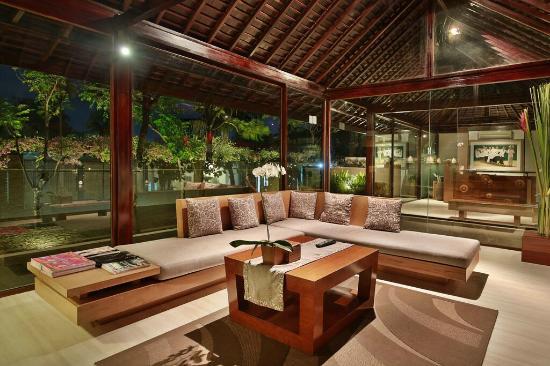 Ziva Villas: lounge area