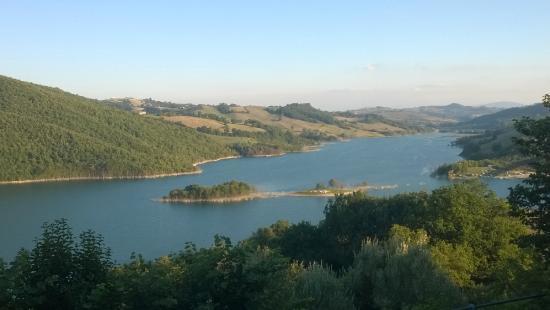B&B Il Verde Smeraldo: Panorama del lago di Cingoli