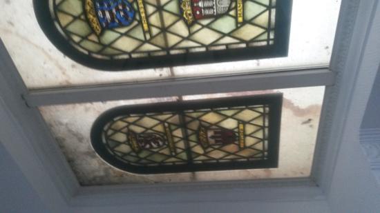 Dusche Decke Schimmel : Fenster an der Decke, Schimmel, Dreck und undefinierbare andere Sachen