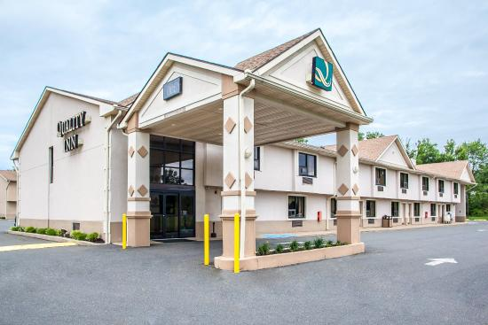 Quality Inn East Windsor: Exterior