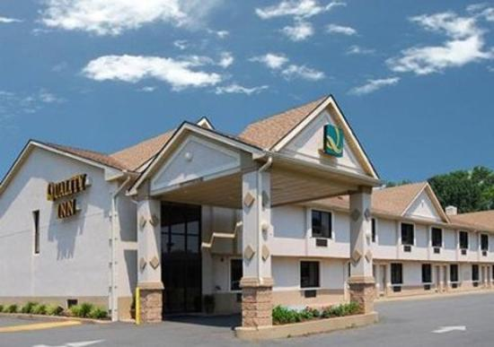 Quality Inn East Windsor: Exterior