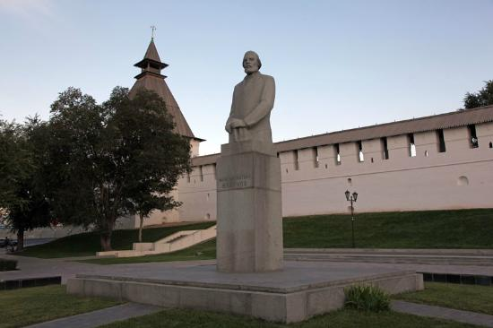 Памятник И.Н. Ульянову
