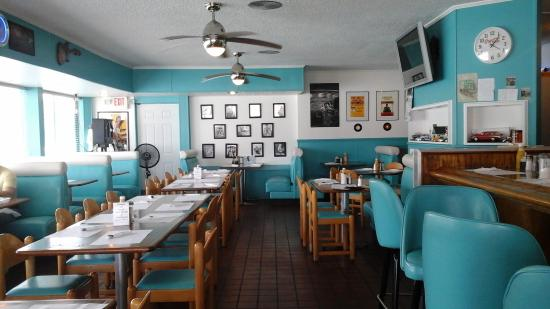 Dee's 50's Place