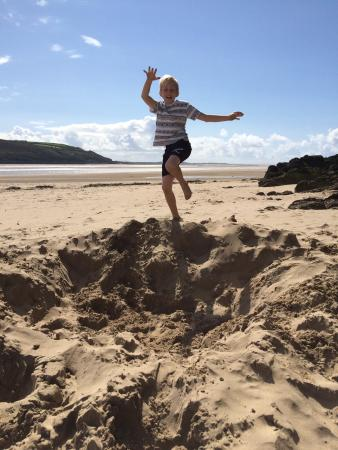 Llansteffan Beach: What a fantastic surprise to find this stunning beach, quiet sheltered and unspoilt small tea ro