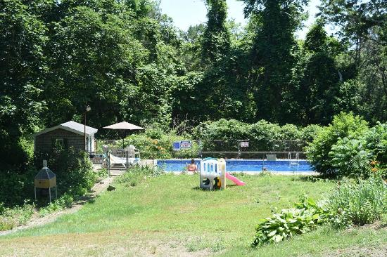 Country Acres Motel: Outdoor pool